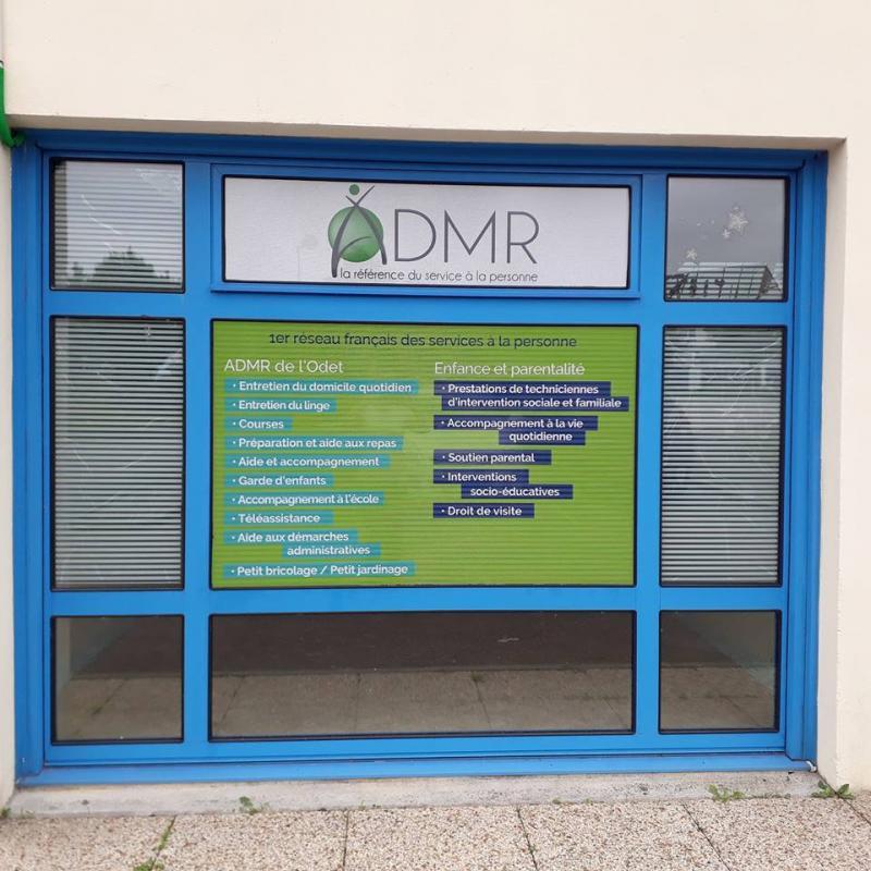 Panneau et pub sur vitrine pour l'ADMR de l'Odet, une réalisation Dynamik Publicité